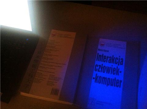Interakcja człowiek-komputer wieczorową porą